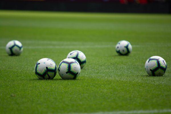 footballs-3597191_1920